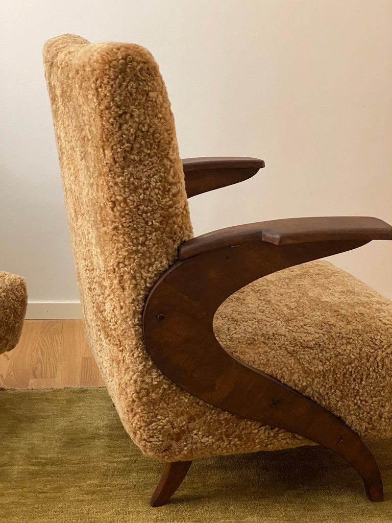 Italian Designer, Organic Lounge Chairs, Sheepskin, Stained Wood, Italy, 1940s For Sale 2