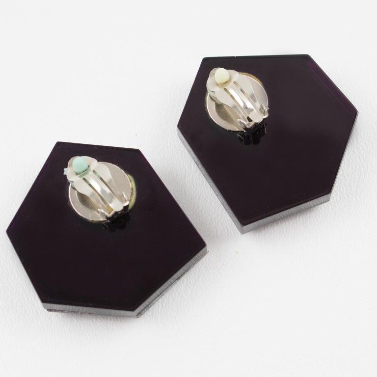 Italian Designer Oversized Geometric Intense Purple Lucite Clip Earrings In Excellent Condition In Atlanta, GA