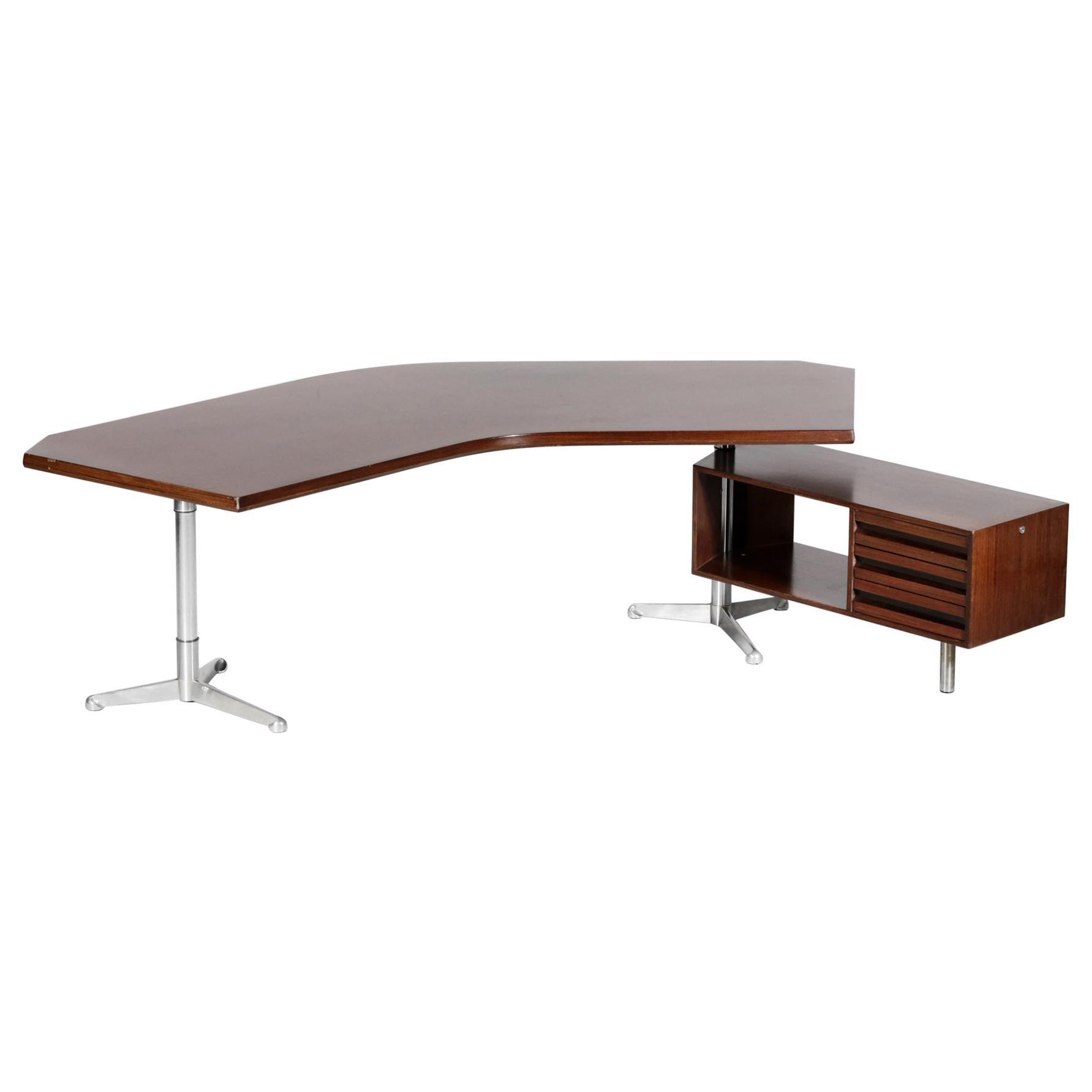 Italian Desk by Osvaldo Borsani for Tecno Midcentury Design T96 Boomerang 1950s