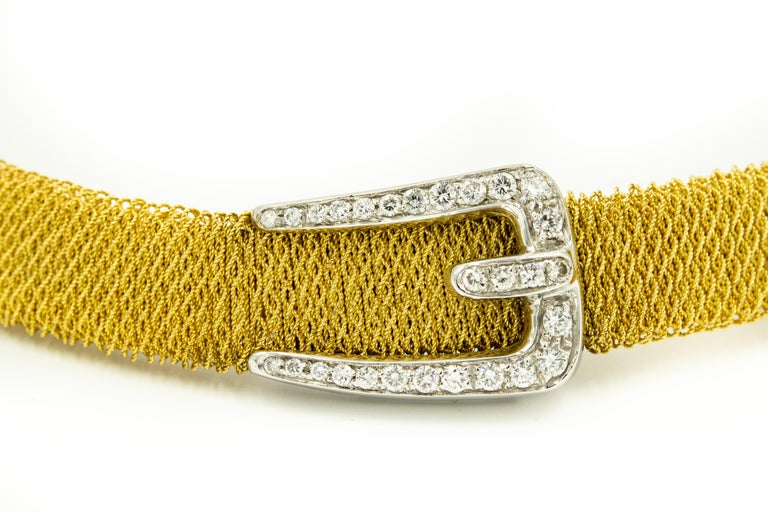 Finely made Italian 18k yellow gold necklace featuring a 1/2