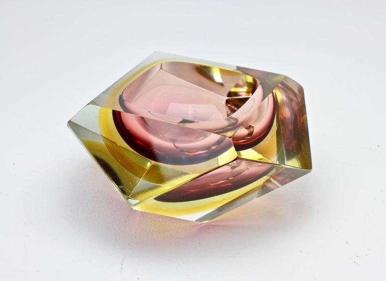 Große Italienische Diamantschliff Facettierte Murano-Glas Tafelaufsatz Schale von Mandruzzato 3