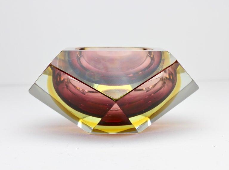 Große Italienische Diamantschliff Facettierte Murano-Glas Tafelaufsatz Schale von Mandruzzato 4