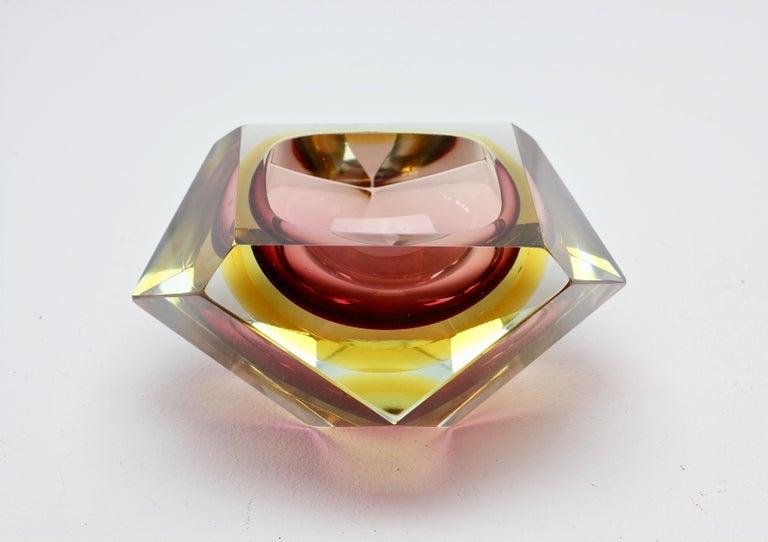 Große Italienische Diamantschliff Facettierte Murano-Glas Tafelaufsatz Schale von Mandruzzato 5