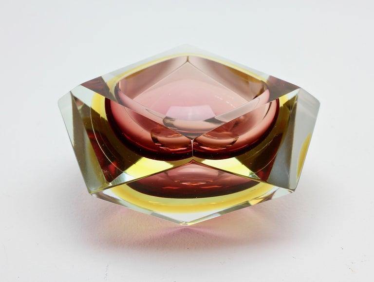 Große Italienische Diamantschliff Facettierte Murano-Glas Tafelaufsatz Schale von Mandruzzato 6