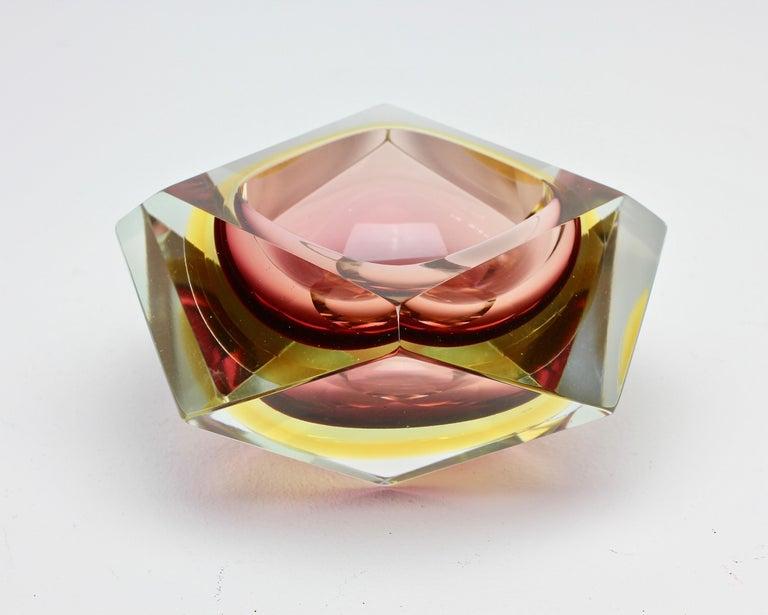 Große Italienische Diamantschliff Facettierte Murano-Glas Tafelaufsatz Schale von Mandruzzato 7