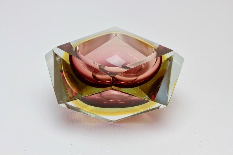 Große Italienische Diamantschliff Facettierte Murano-Glas Tafelaufsatz Schale von Mandruzzato 8