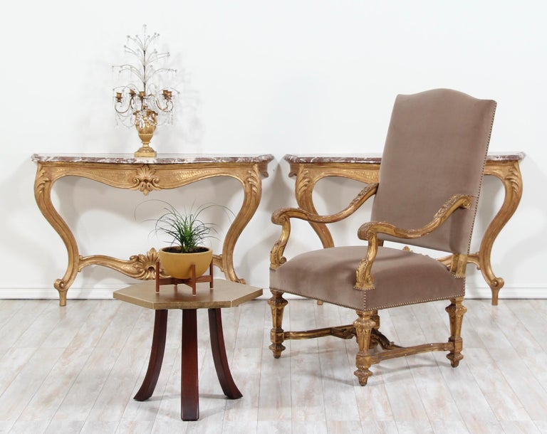 Italian Early 20th Century Carved Giltwood Console Tables For Sale 8