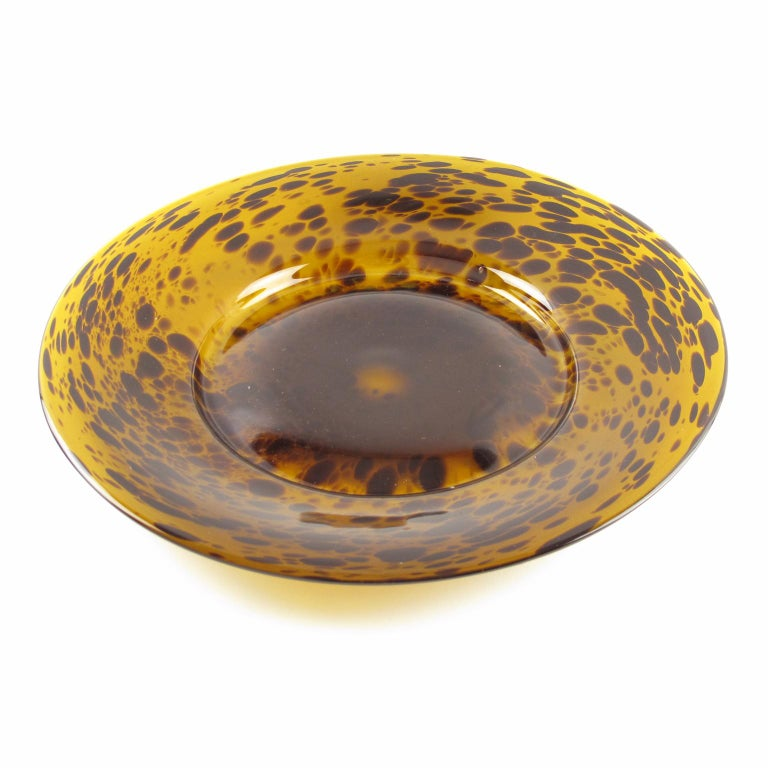 Sophisticated Italian glass large centerpiece or bowl or platter by Empoli. Mouth-blown in Italy with an exclusive tortoiseshell color flowing pattern. Polished pontil mark on the bottom. No visible maker's mark. Measurements: 14.37 in. diameter