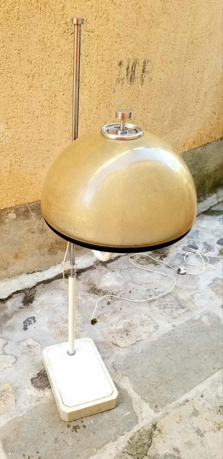 Mid-Century Modern Italian Floor Lamp by Luci  For Sale