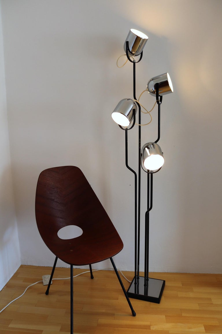 Italian Floor Lamp with Four Lights by Reggiani in Chrome and Black, 1970s For Sale 8
