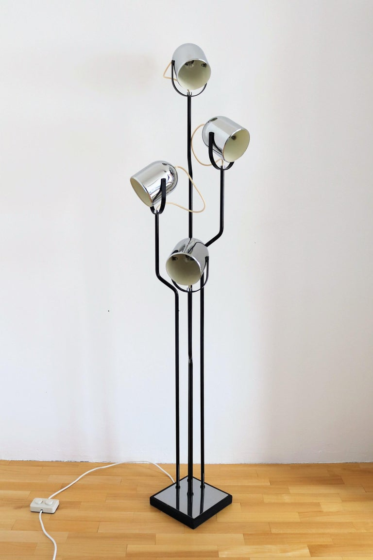Italian Floor Lamp with Four Lights by Reggiani in Chrome and Black, 1970s For Sale 9