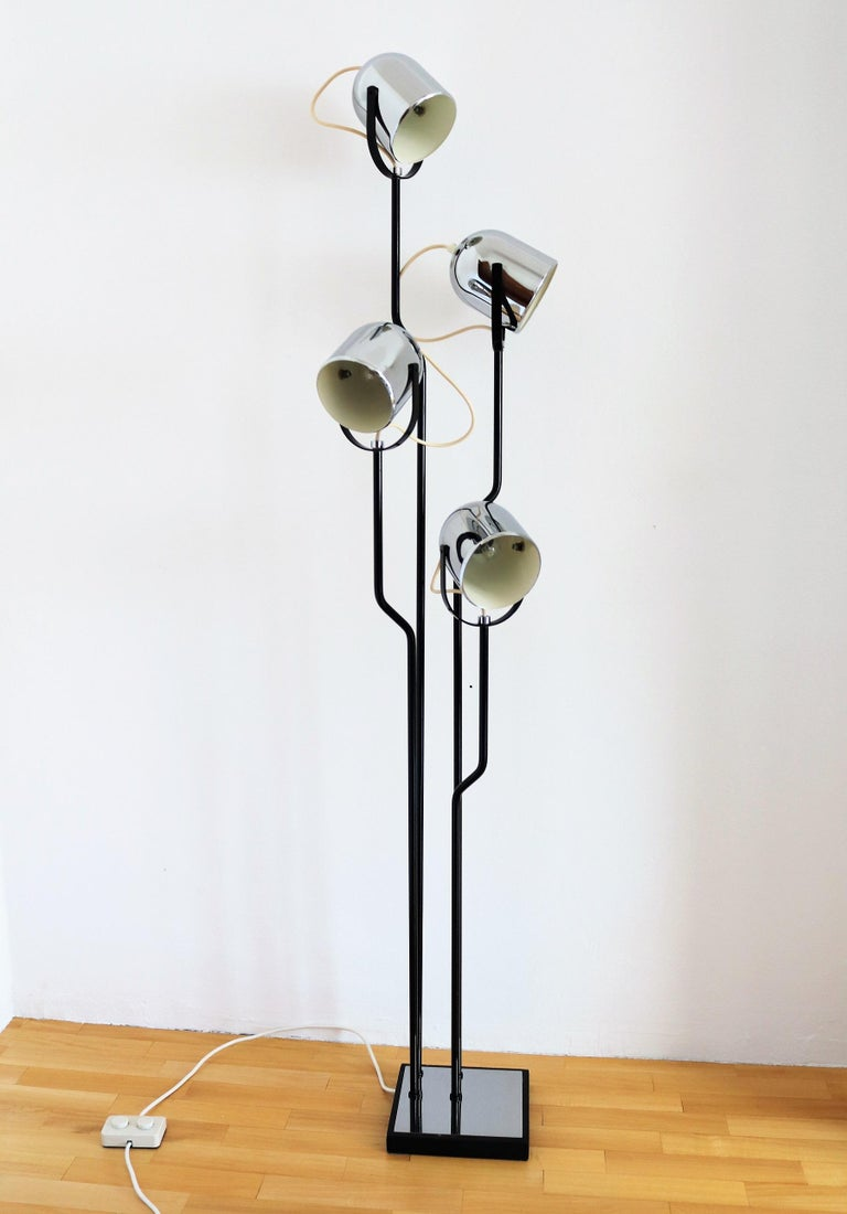 Italian Floor Lamp with Four Lights by Reggiani in Chrome and Black, 1970s For Sale 11
