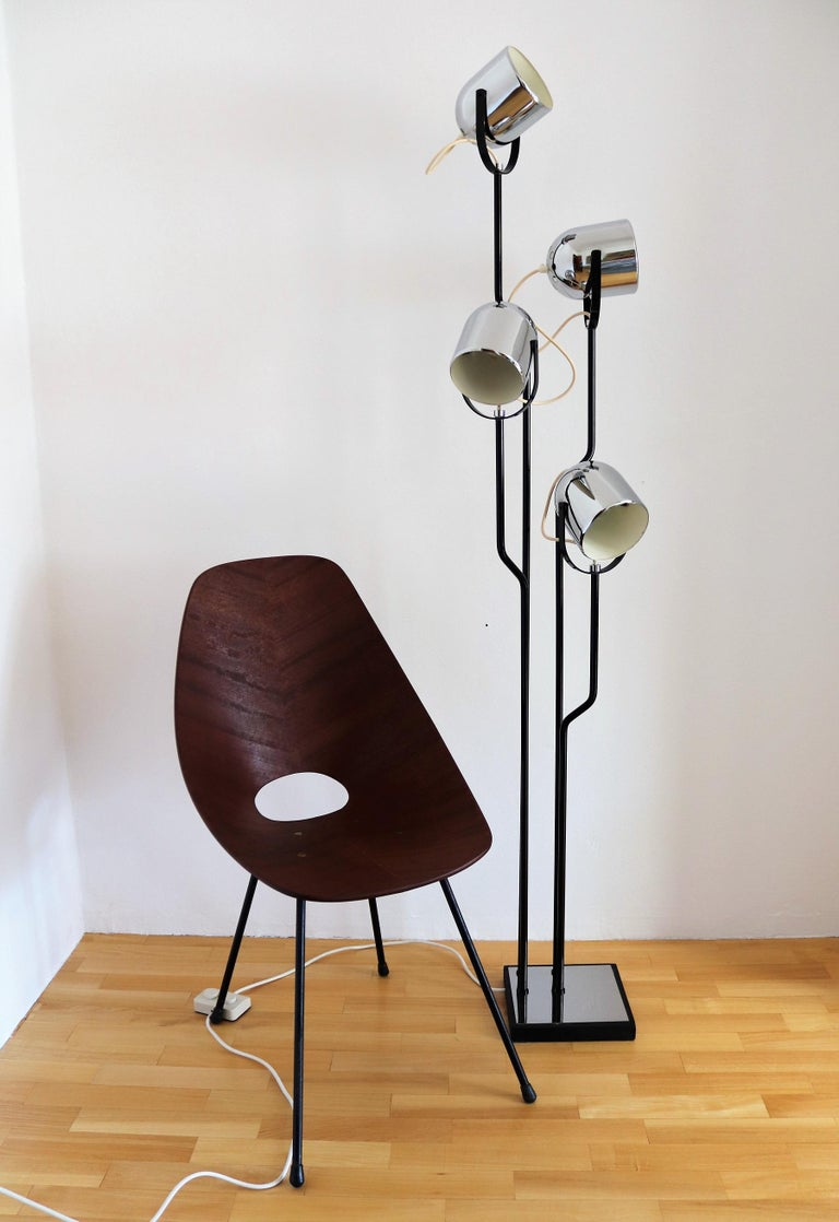 Beautiful floor lamp manufactured by Reggiani, Italy, in the 1970s.