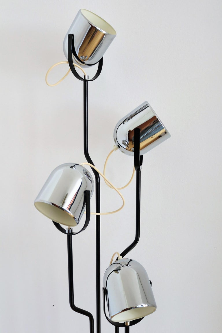 Italian Floor Lamp with Four Lights by Reggiani in Chrome and Black, 1970s For Sale 1