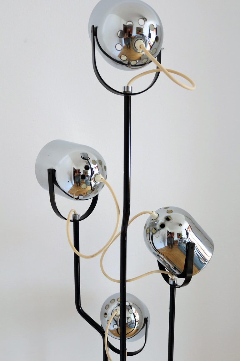 Italian Floor Lamp with Four Lights by Reggiani in Chrome and Black, 1970s For Sale 2