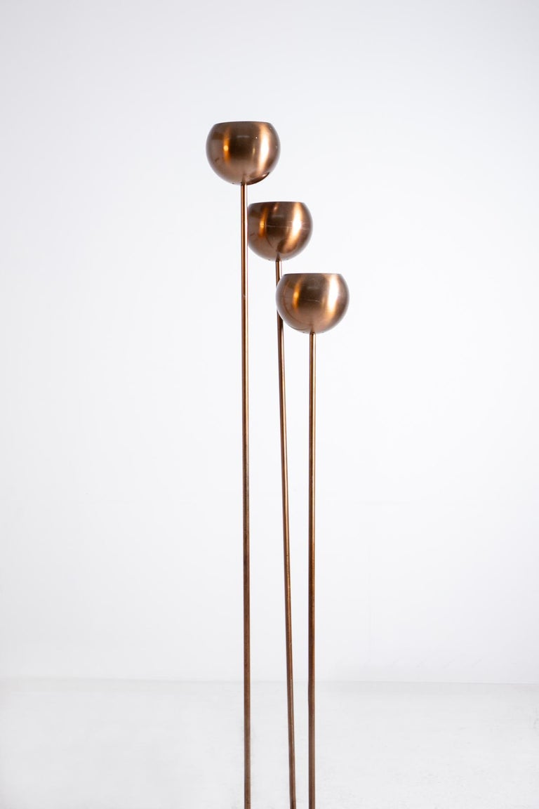 Modernist floor lamp designed by Goffredo Reggiani in the 1960s. The lamp is made entirely of copper. The lamp is made with a tubular structure. The lamp caps are spherical in shape to accommodate the light holder.  The lamp is suitable for