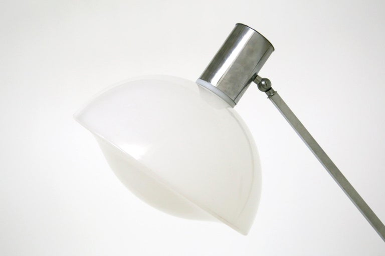 Italian Floor Lamps in Plexiglass and Steel, 1960s For Sale 6