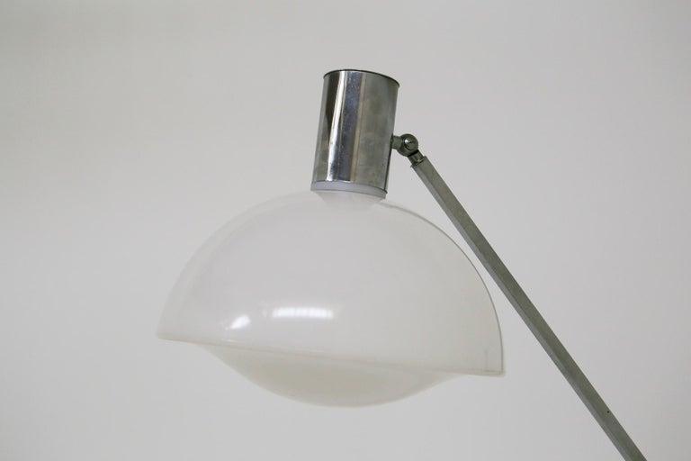 Italian Floor Lamps in Plexiglass and Steel, 1960s For Sale 7