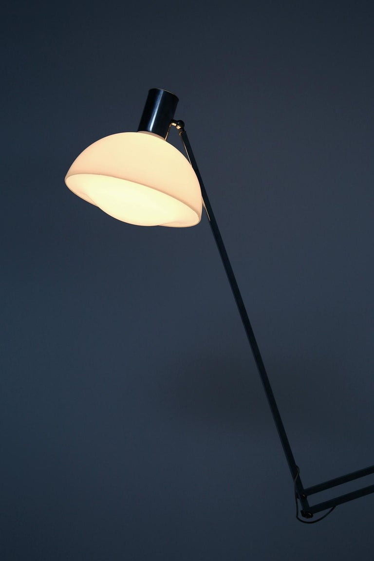 Mid-20th Century Italian Floor Lamps in Plexiglass and Steel, 1960s For Sale