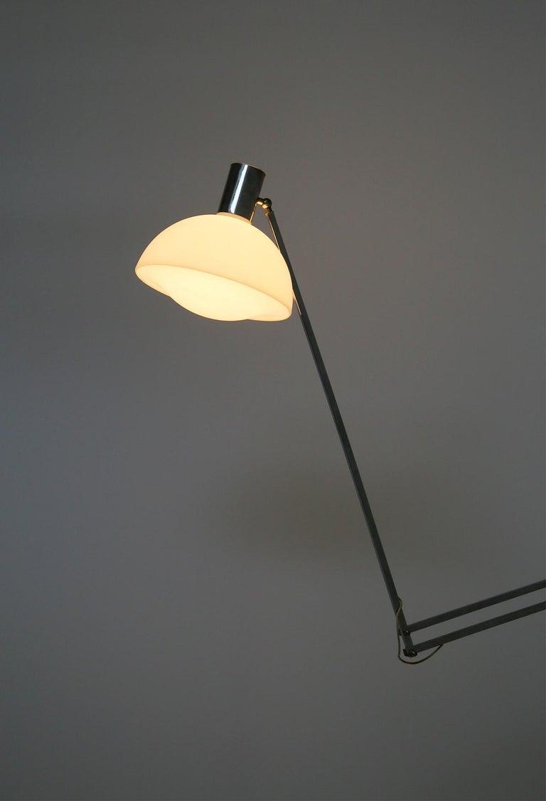 Italian Floor Lamps in Plexiglass and Steel, 1960s For Sale 4