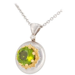 Italian Florentine Engraved 5.30ct  Peridot Pendant in 18 kt two tone Gold