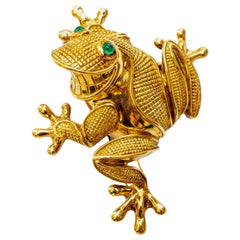 Italian Frog Brooch with 0.3 Carat Emerald Eyes 18 Karat Yellow Gold