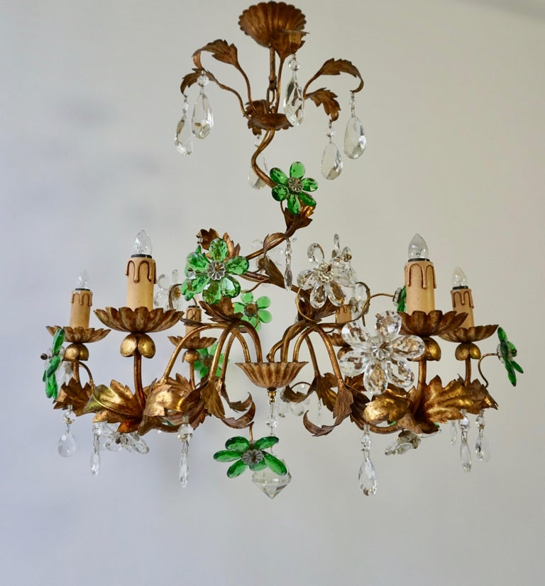 Italian Gilt Floral Design Chandelier with Green and Transparent Glass Flowers In Good Condition For Sale In Antwerp, BE