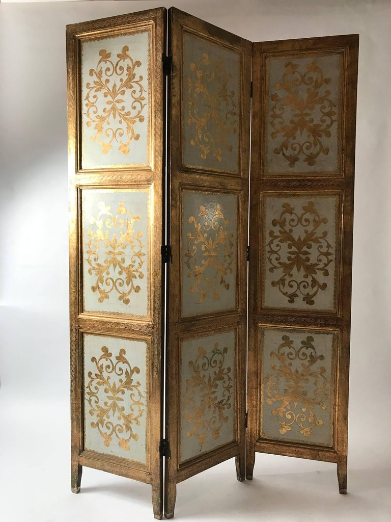 An extraordinarily beautiful giltwood Italian folding screen in the Florentine gilt style. Three panels with double hinges. Fantastic condition for a Florentine item. All panels have an intact design but show perfect patina. A special piece.