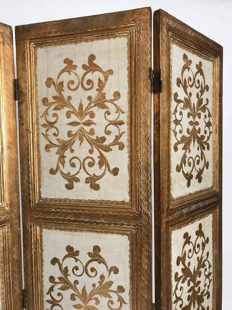 Italian Gilt Florentine Folding Screen or Room Divider In Good Condition For Sale In Brooklyn, NY
