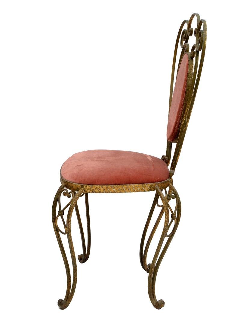 Hammered Italian Gilt Wrought Iron Vanity Chair Pink Velvet Upholstery Pier Luigi Colli For Sale