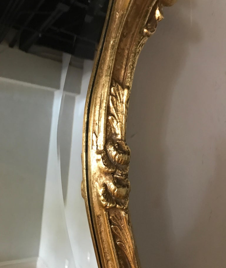 Italian Giltwood Mirror Topped with a Small Shell by Decorative Arts For Sale 2