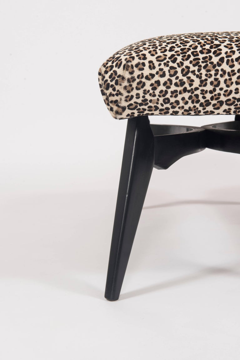 Italian Gio Ponti Inspired Bench Upholstered in Leopard Print Hair Hide In Good Condition For Sale In Houston, TX
