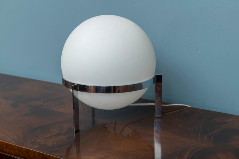 Mid-Century Modern Italian Glass and Chrome Table Lamp For Sale