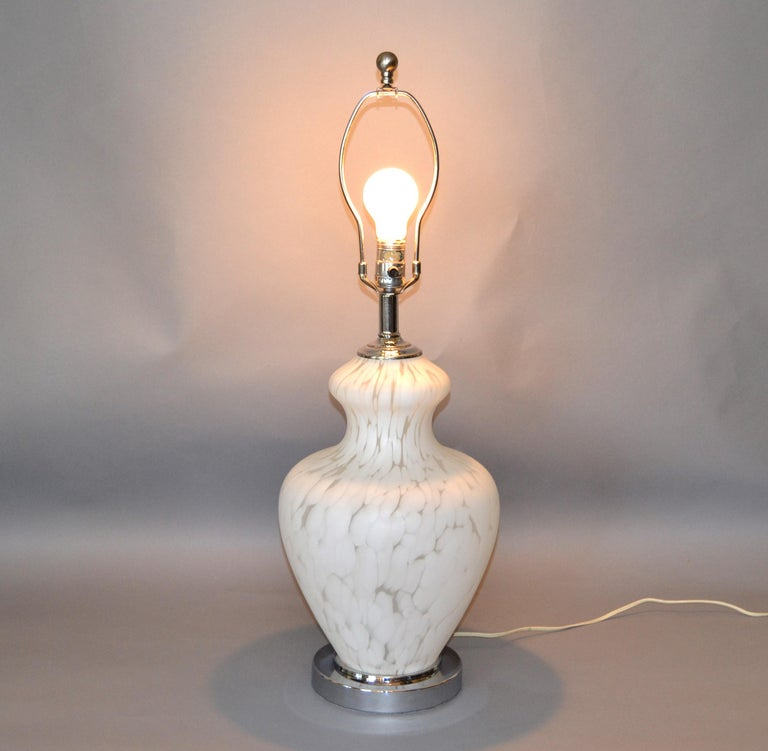 Mid-Century Modern Italian Hand Blown Murano Glass and Chrome Table Lamp For Sale
