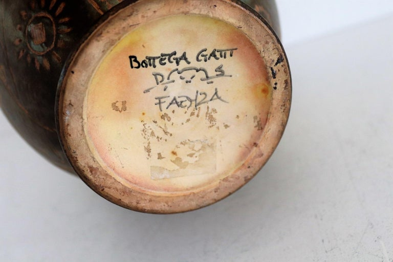 Italian Hand Painted Ceramic Vase in Lustro Glaze by Riccardo Gatti Faenza 1950s For Sale 9