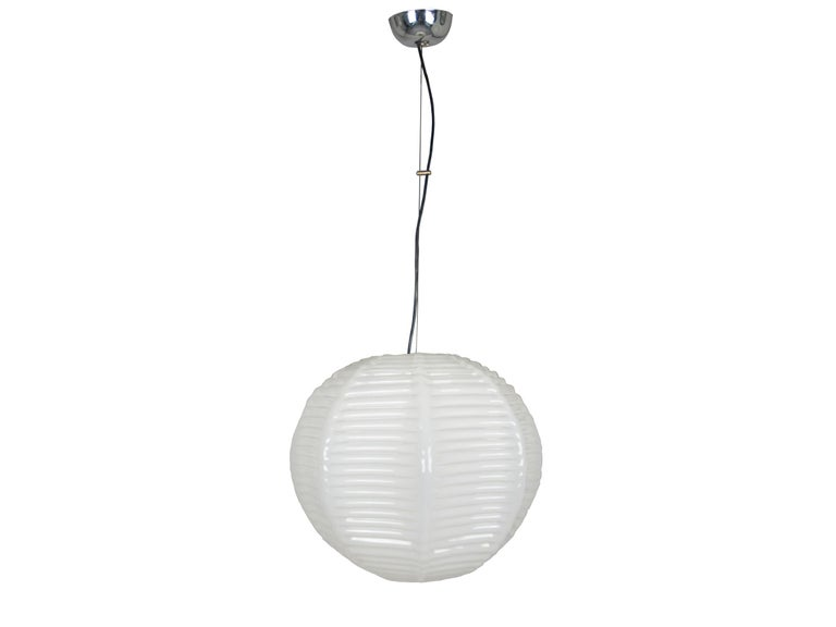 Spherical diffuser with decorative treatment in strong relief as to emulate a Japanese paper lantern. Very good condition: oxidation spots on the chrome plated parts.