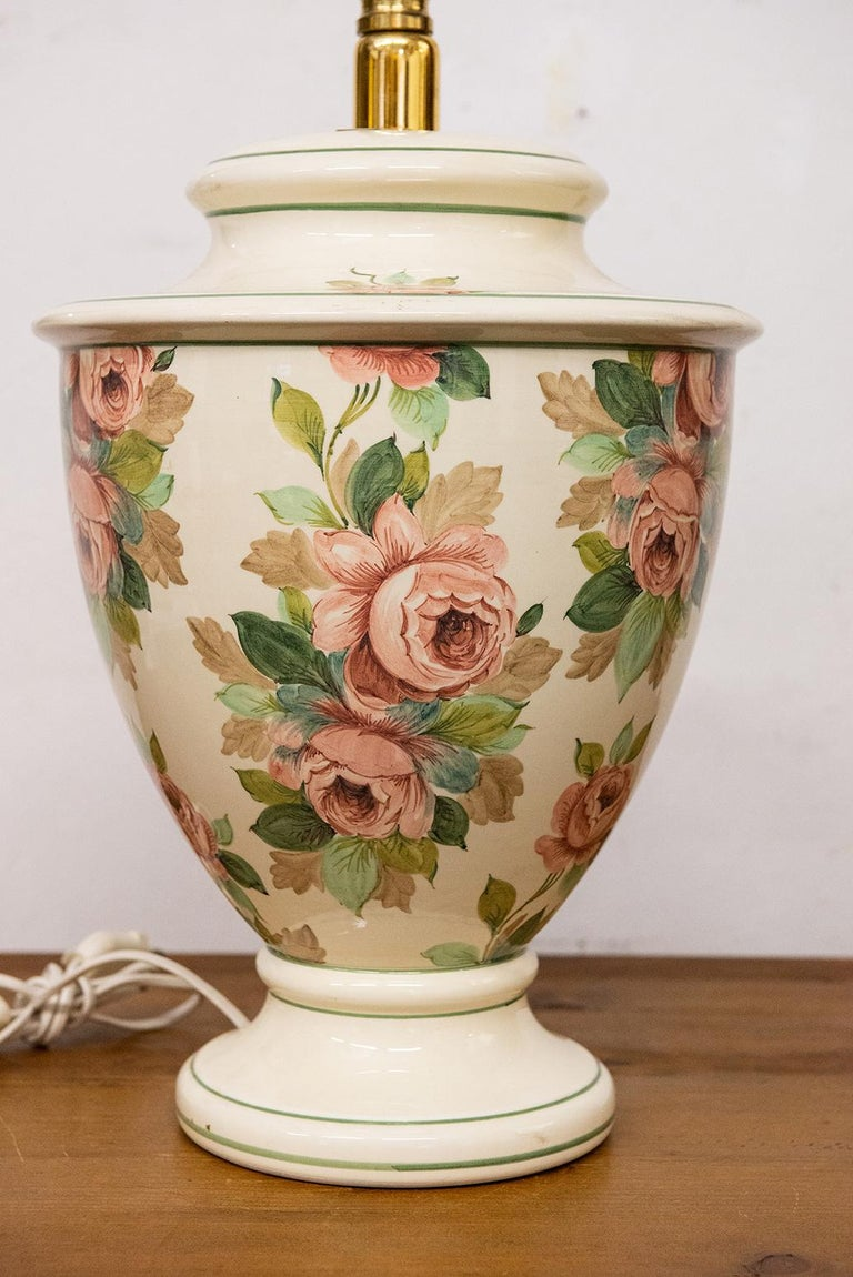 Beautiful Italian table lamp with hand painted roses - O/2626.