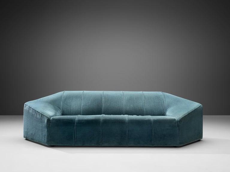 Italian Hexagonal Shaped Sofa In Good Condition For Sale In Waalwijk, NL