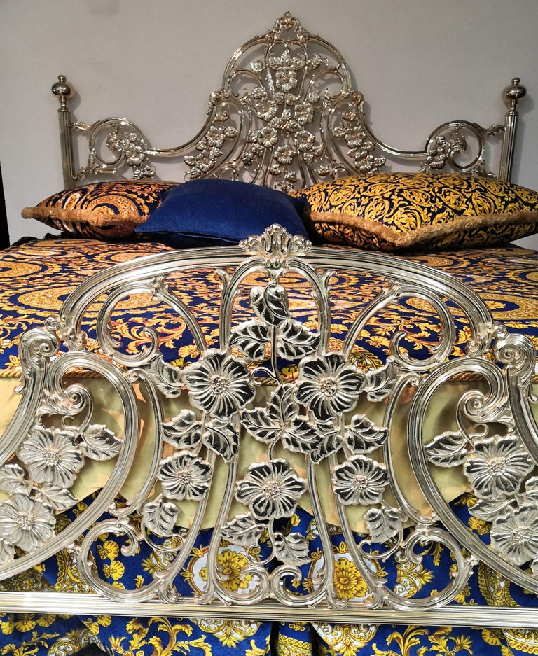 Italian Hollywood Regency Brass King Size Bed Frame, 1980s In Good Condition In Carimate, Como
