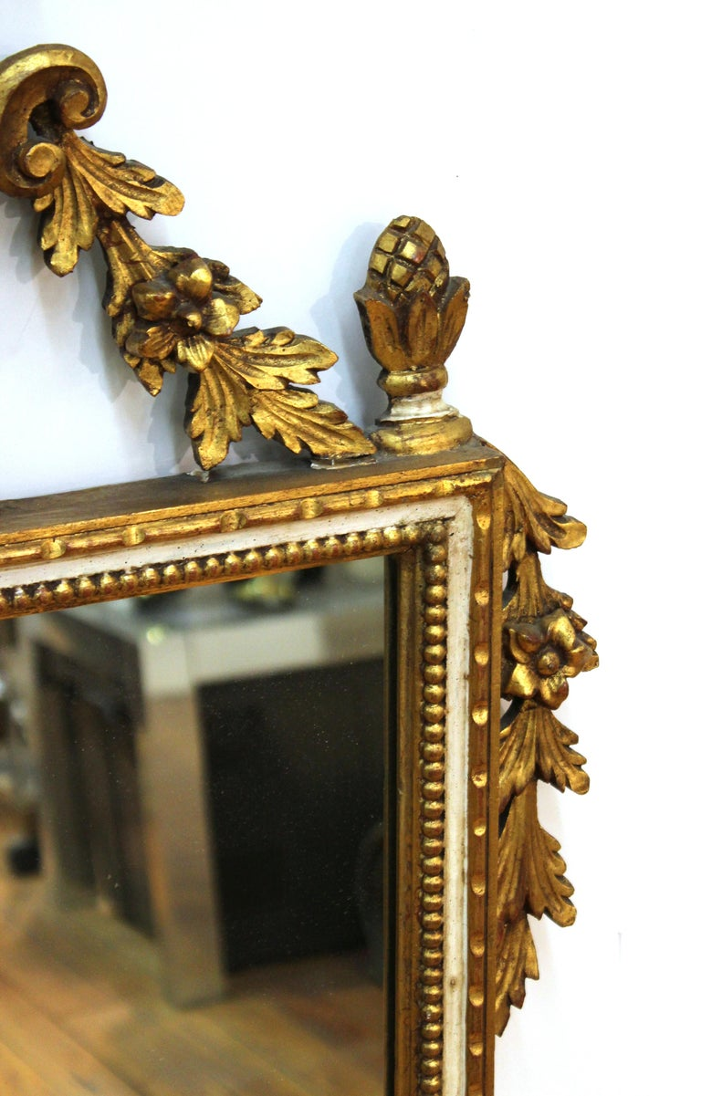 Italian Hollywood Regency Gilt Wall Mirror In Good Condition For Sale In New York, NY