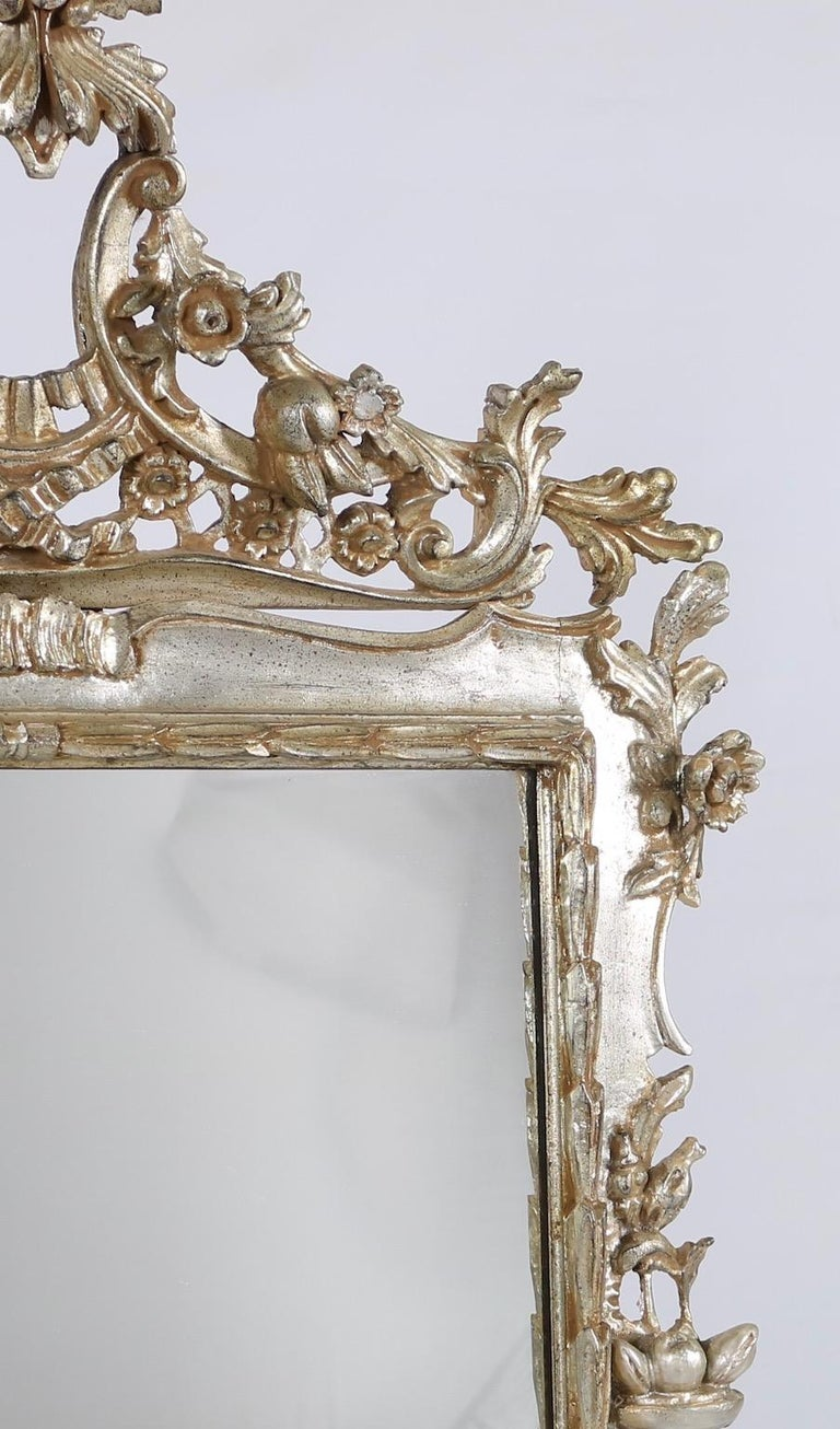 Italian Hollywood Regency Mirror with Silver Leaf Finish In Excellent Condition For Sale In New York, NY