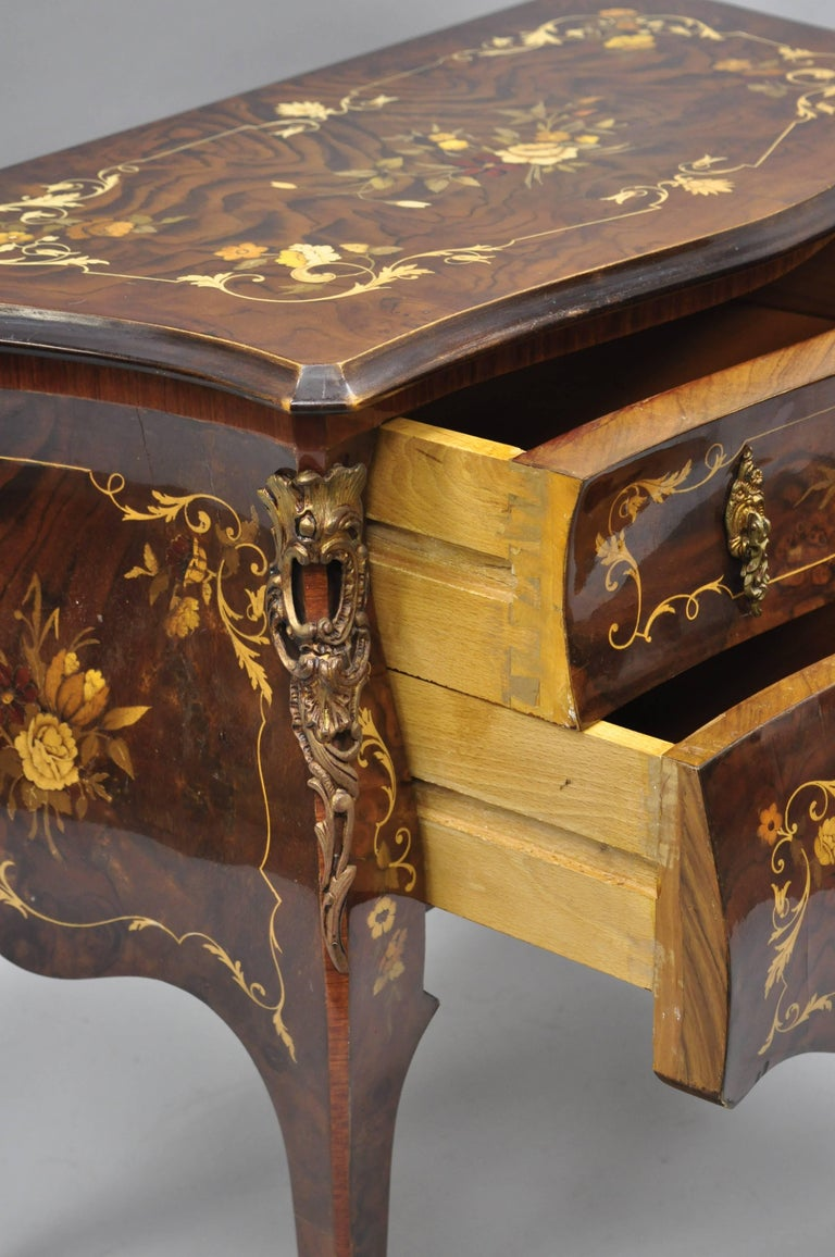 Pair Italian Inlaid French Louis XV Bombe Nightstands Commode by Roma Furniture For Sale 6