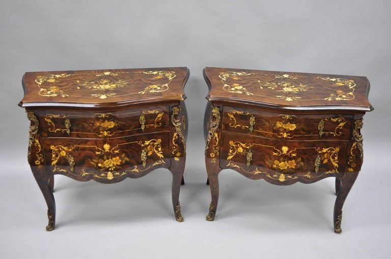 Veneer Pair Italian Inlaid French Louis XV Bombe Nightstands Commode by Roma Furniture For Sale