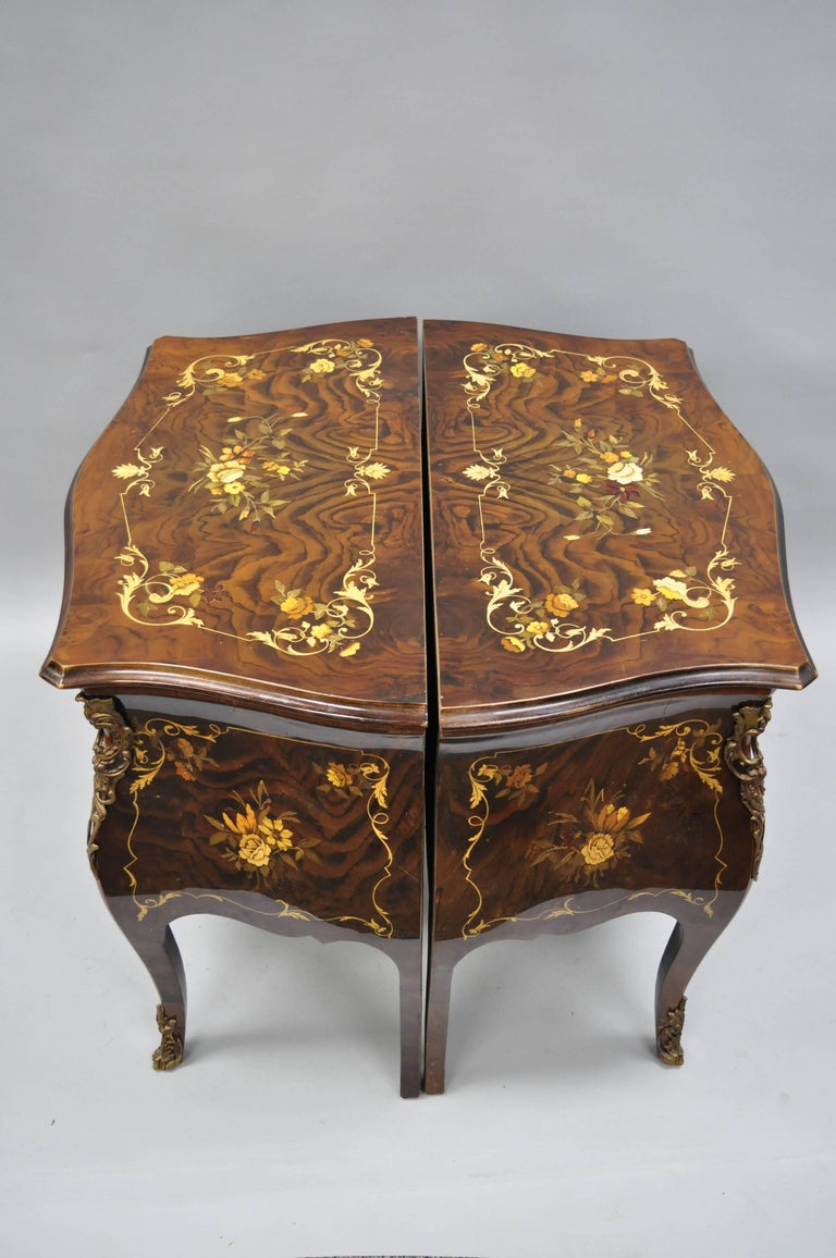 Pair Italian Inlaid French Louis XV Bombe Nightstands Commode by Roma Furniture For Sale 1