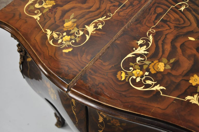 Pair Italian Inlaid French Louis XV Bombe Nightstands Commode by Roma Furniture For Sale 2