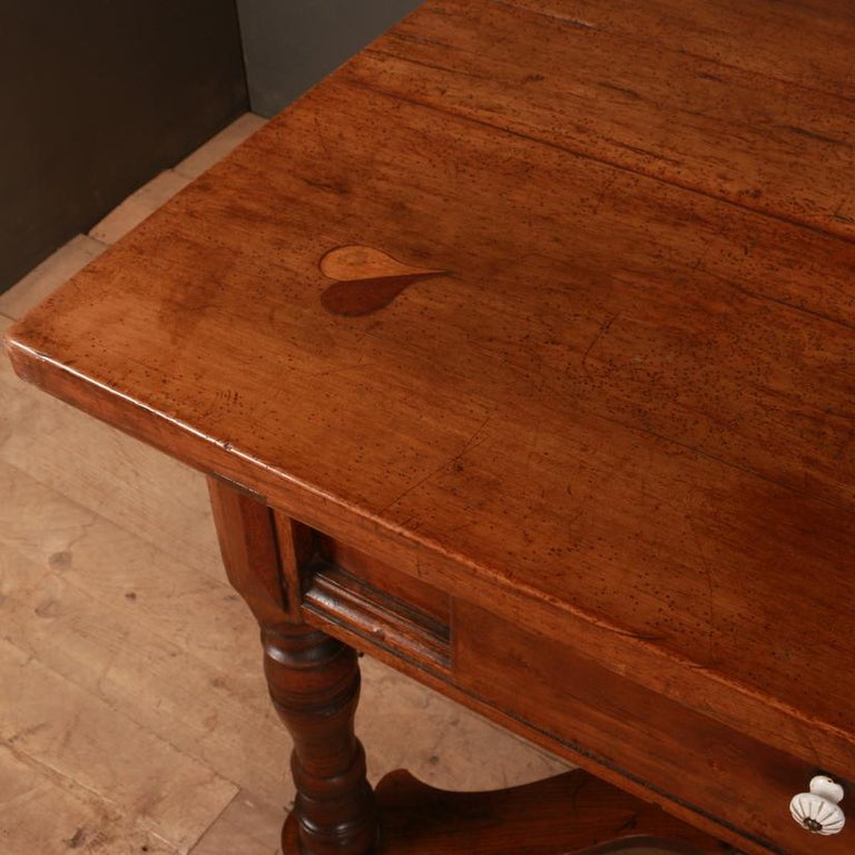 Italian Inlaid Walnut Center Table In Good Condition For Sale In Leamington Spa, Warwickshire