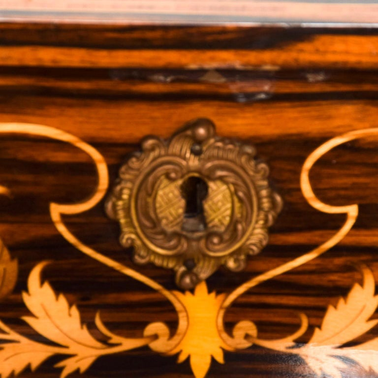 We are pleased to offer for your consideration a vintage jewelry box with wood ornamentation. Interior with Red Velvet. Made in Italy. REF: ACC1209195 Dimensions: 6