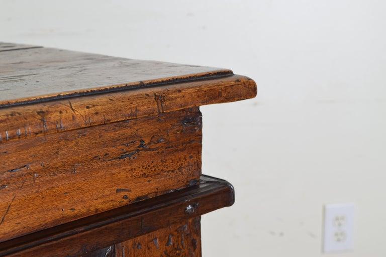 Italian Late Baroque Walnut Flip Top 2-Door Credenza/Cabinet, Early 18th Century For Sale 7