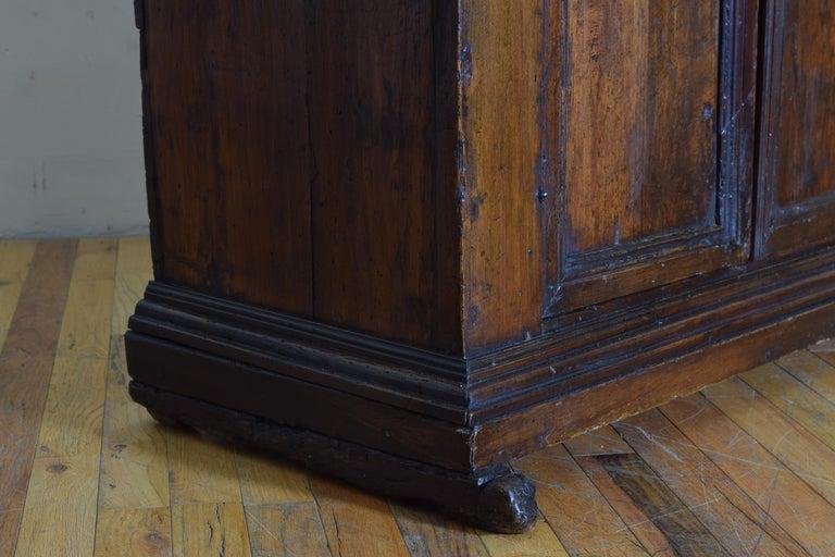 Italian Late Baroque Walnut Flip Top 2-Door Credenza/Cabinet, Early 18th Century For Sale 8