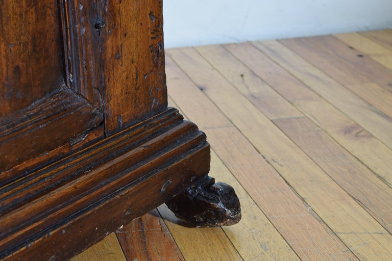 Italian Late Baroque Walnut Flip Top 2-Door Credenza/Cabinet, Early 18th Century For Sale 9